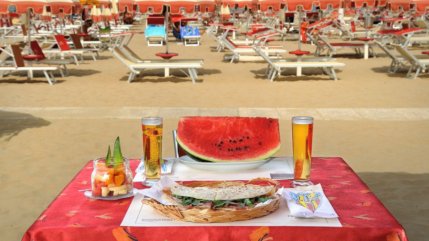 Hotel-Capri-Rimini-Marina-Centro-strand-1